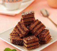 Šokoladinis biskvitas su karštu pienu