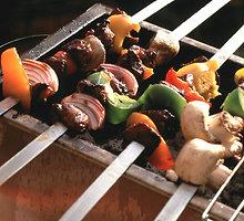 Virš žarijų kepti daržovių iešmeliai