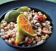 Speltos arba perlinių kruopų salotos