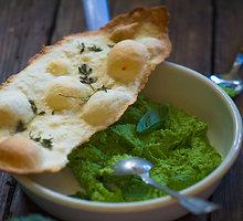 Brokolių mirkalas su čiobrelių lavašais