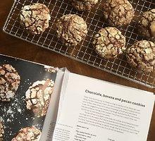 Minkšti šokoladiniai sausainiai su bananais ir riešutais