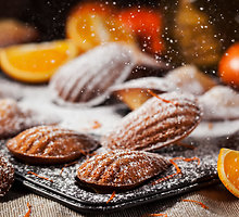 Apelsininės madlenos su medumi ir prieskoniais