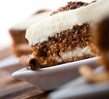 Morkų pyragas su varškės kremu