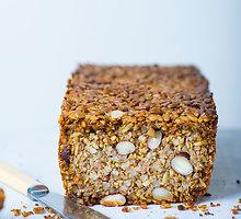Sėklų, kruopų ir riešutų duona be miltų