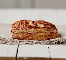 Sluoksniuotos tešlos pyragas su obuoliais