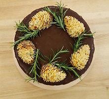 Tortas su baltojo ir juodojo šokolado putėsiais