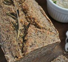 Grikių ir chia sėklų duona be glitimo