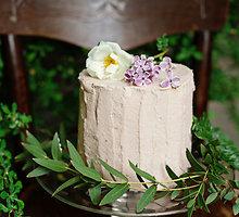 Rožėmis kvepiantis rabarbarų tortas be glitimo