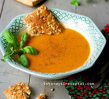 Veganiška trinta keptų pomidorų sriuba su aromatinėmis žolelėmis ir kokosų aliejumi