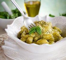 """Bulvių """"gnocchi"""" su bazilikais"""