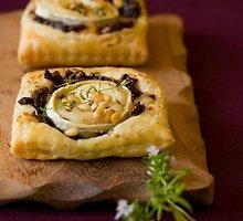 Sūrio ir svogūnų pyragaičiai