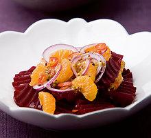 Burokėlių ir mandarinų salotos