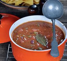 Aštri pupelių sriuba su dešrelėmis
