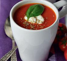Greitai paruošiama vegetariška pomidorų sriuba