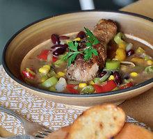 Pikantiška sriuba su vištų blauzdelėmis