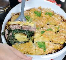 Bulvių apkepas su mėsa ir špinatais