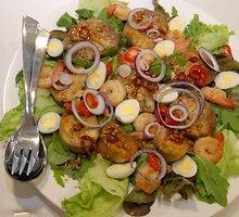Tailandietiškos baklažanų salotos su krevetėm