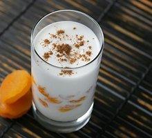 Dietinė abrikosų tyrė su jogurtu ir sėmenimis