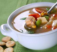 Vištienos ir kukurūzų sriuba su skrudinta duona