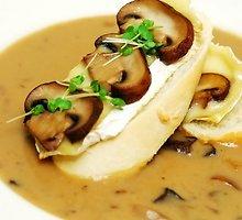 Trinta sriuba su baltųjų pelėsių sūriu