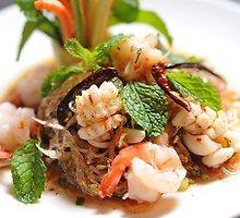 Rytietiškos salotos su jūrų gėrybėmis