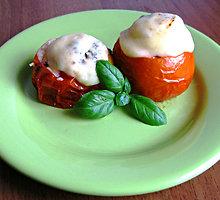 Pomidoruose kepti kiaušiniai