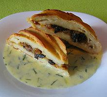 Bulvių pyragas su džiovintais baravykais
