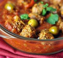 Jautienos kukuliai su pomidorais ir alyvuogėmis
