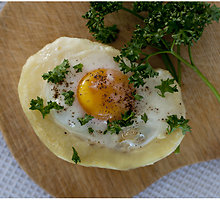 Kiaušiniais įdarytos orkaitėje keptos bulvės