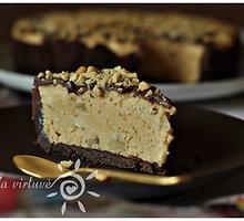 Pyragas su žemės riešutų sviestu, karamelizuotais bananais ir šokoladu