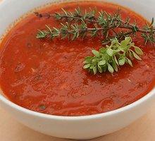 Pomidorų padažas su žalumynais