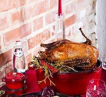 Kepta kalėdinė žąsis su raudonaisiais troškintais kopūstais bei bulvių kukuliukais