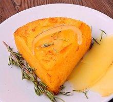 Kukurūzų pyragas su sūriu