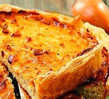 Svogūnų ir sūrio pyragas