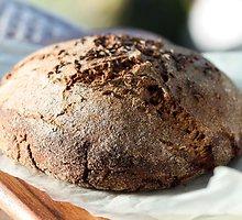 Naminė  lietuviška  duona
