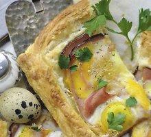 Pyragas su kiaušiniais ir kumpiu