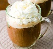 Kava su ledais ir plakta grietinėle