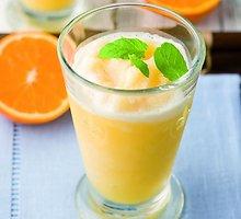 Šaldytų vaisių gėrimas