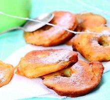 Obuolių kepsneliai su vaniliniu kremu