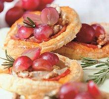 Pyragėliai su ožkų sūriu ir vynuogėmis