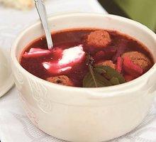 Burokėlių sriuba su kukuliais ir džiovintais grybais