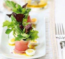 Salotų ir kumpio puokštelės