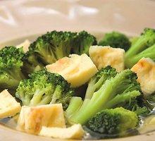 Brokolinių kopūstų sriuba su omleto gabalėliais