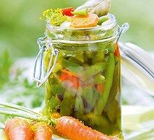 Šparaginių pupelių mišrainė su morkomis