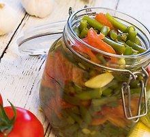 Šparaginės pupelės su pomidorais