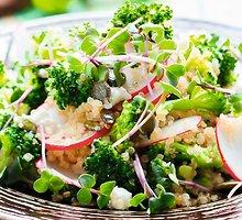 Kruopų ir žalumynų salotos