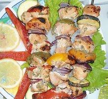 Vištienos šašlykas su daržovėmis ir mėtiniu marinatu