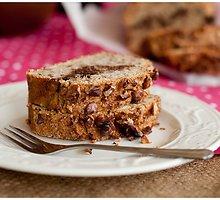 Bananų duona su ryžių miltais, graikiniais riešutais ir šokoladiniu kremu