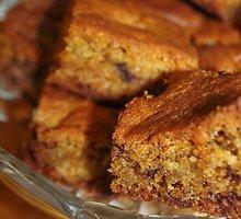 Vanilinis ir karamelinis pyragas su šokolado gabaliukais