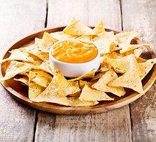 Tortilijų traškučių užkandis su sūrio kremu